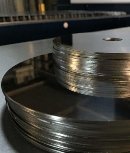 Лазерная резка зеркальной нержавеющей стали